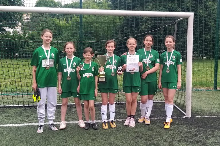 I miejsce dziewcząt w Mistrzostwach Mokotowa w Piłce Nożnej